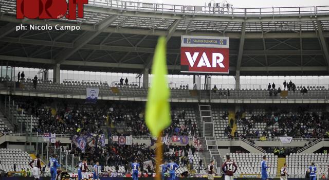 Il VAR sbarca anche sui maxi schermi: la novità in Serie A