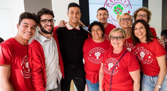 Izzo fa visita a famiglie e bambini del Centro Paideia