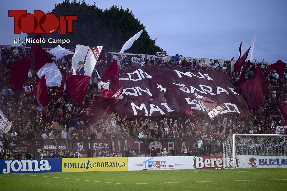 Tifosi del Torino in curva