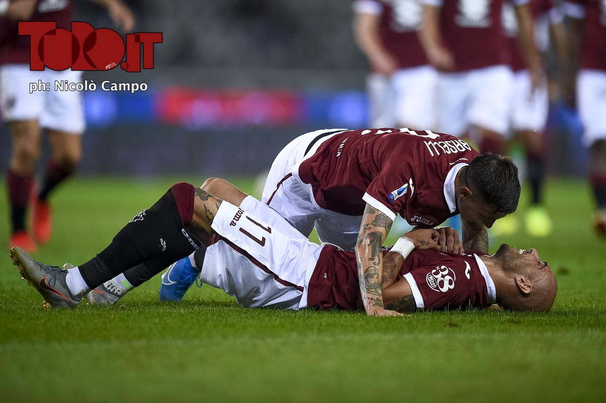 Daniele Baselli abbraccia Simone Zaza in Torino-Sassuolo 2-1