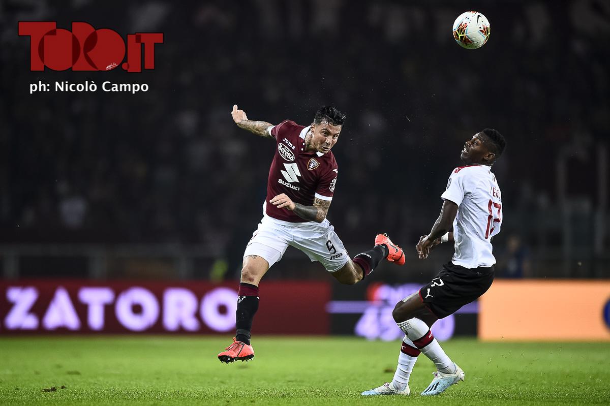 Armando Izzo e Rafael Leao in Torino-Milan 2-1, serie A 2019/2020