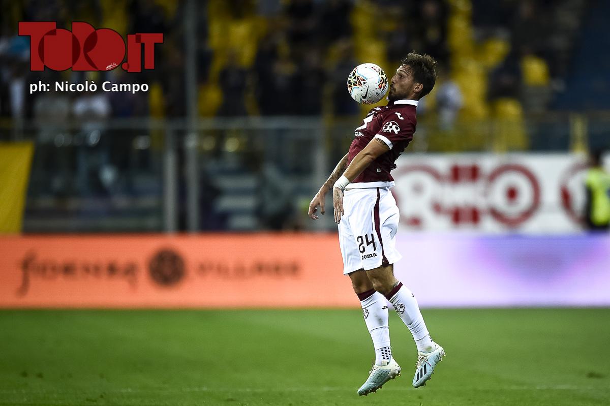 Simone Verdi stoppa il pallone