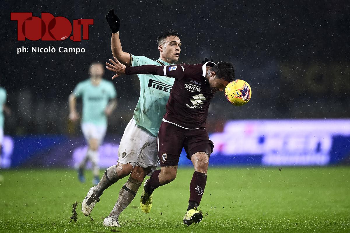 Armando Izzo e Lautaro Martinez in Torino-Inter 0-3