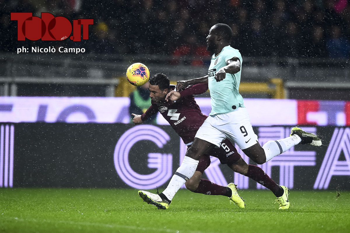 Armando Izzo e Romelu Lukaku in Torino-Inter 0-3