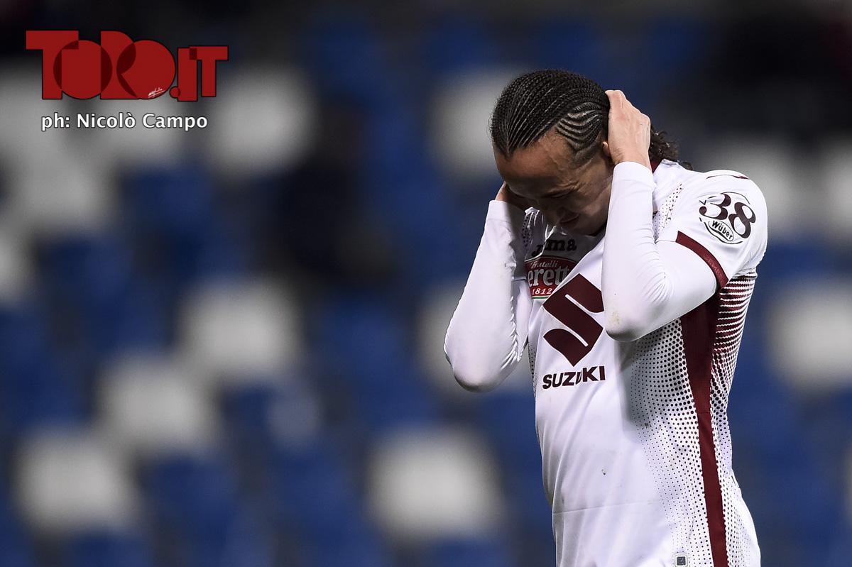 Diego Laxalt mani nei capelli