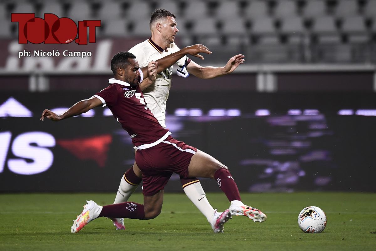 Koffi Djidji e Edin Dzeko in Torino-Roma 2-3, serie A 2019/2020
