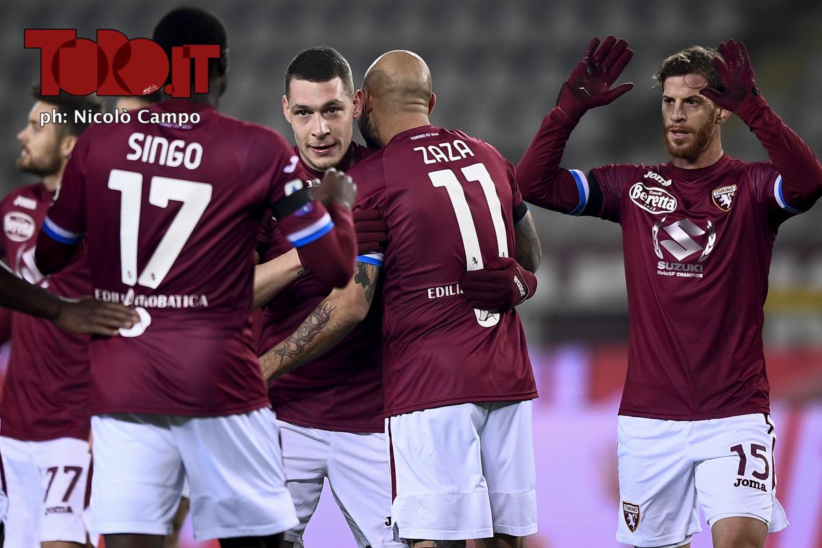 Belotti e i compagni esultano dopo un gol