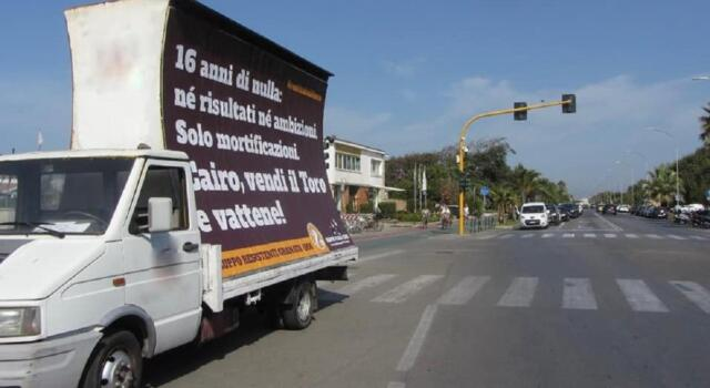 Torino, la contestazione a Cairo arriva a Forte dei Marmi