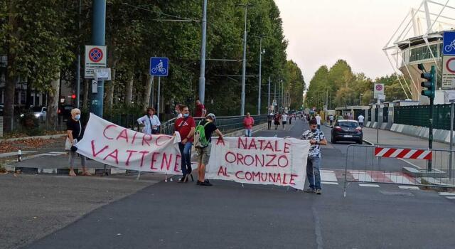 Torino, contestazione a Cairo fuori dallo stadio