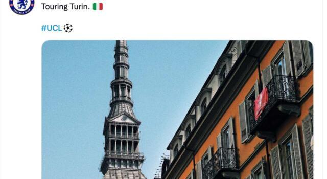 """Chelsea, durante il tour di Torino """"spunta"""" una bandiera granata"""