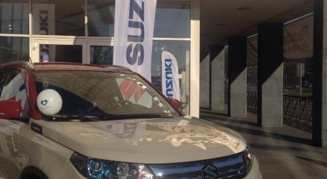 Suzuki, Toro e Casa Ugi: l'asta benefica supera i 19mila euro